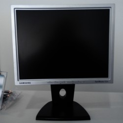 "SAMSUNG SyncMaster 152N S M Monitor LCD 15"""